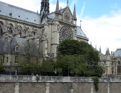 Posts from 2009 notre dame so we flew to paris we arrived exhausted and tried to call the lady wed be staying with the french payphones didnt like our credit cards fandeluxe Image collections